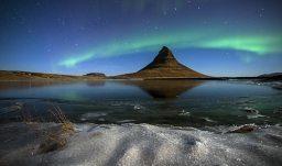 die Nordlichter über dem Berg Kirkjufell