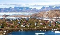 Das Dorf Kulusuk an der Ostküste Grönlands