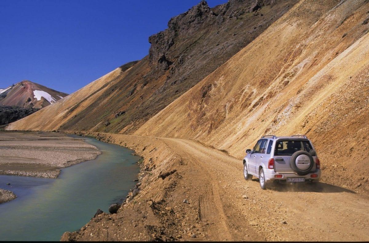 Island mit dem Jeep