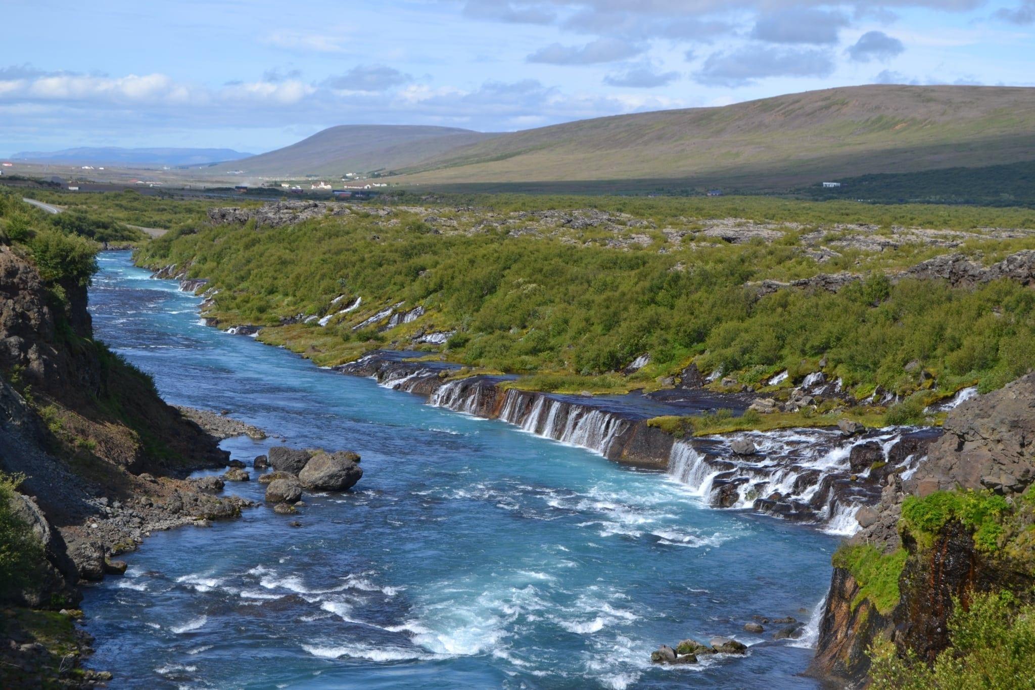 Die Lavawasserfälle Hraunfossar. Foto: Hörður Erlingsson