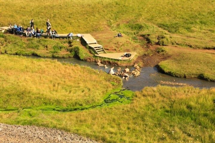 Baden im warmen Fluss im Reykjadalur